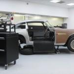 Újra gyártja az Aston Martin a legendás DB5-öt, ráadásul James Bond kivitelben