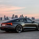 Villanyosokkal erősít az Audi