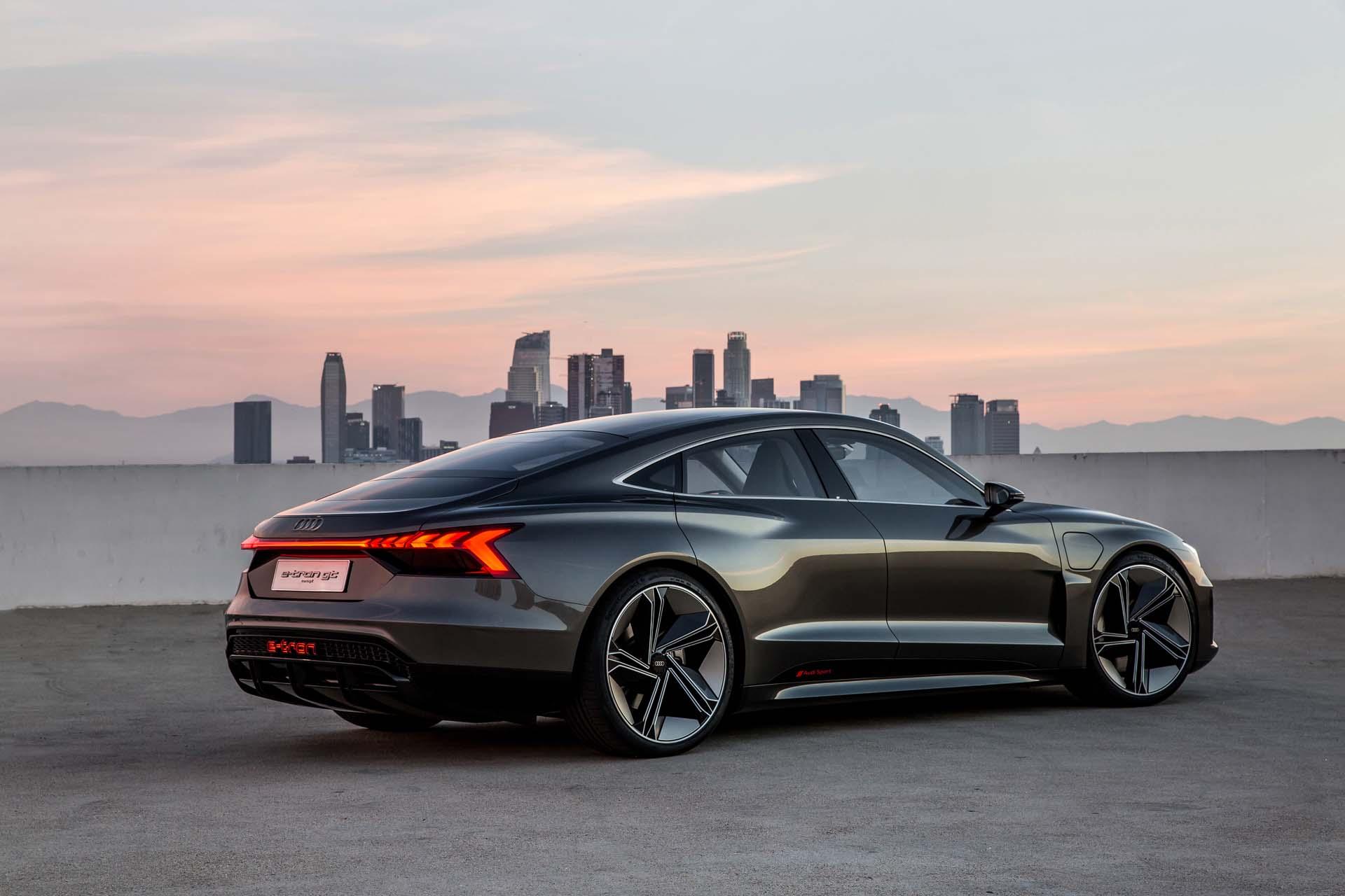 Félre a tréfát: érkezik az Audi szuperszedánja