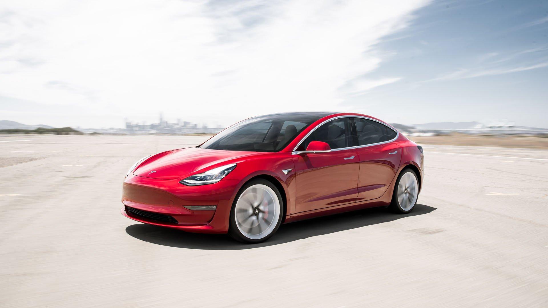 Jövőre érkezik Európába a Tesla Model 3