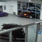 Bentley-vel törték át a kereskedés ajtaját