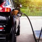 Tovább zuhan a benzin ára, már 300 forint alá is beesik egyes helyeken literje