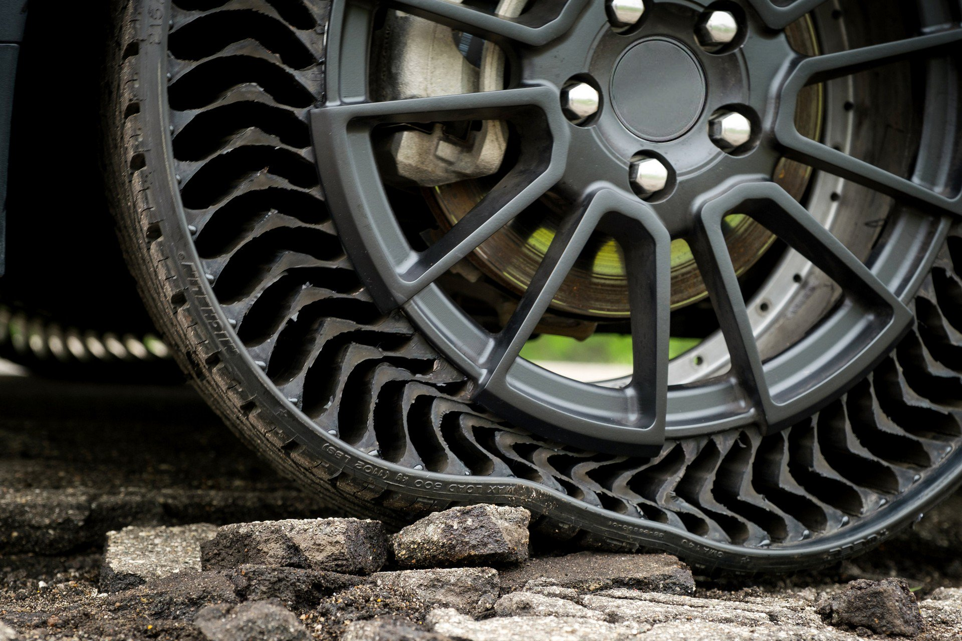 cb19cbb5-gm-and-michelin-airless-tires-4