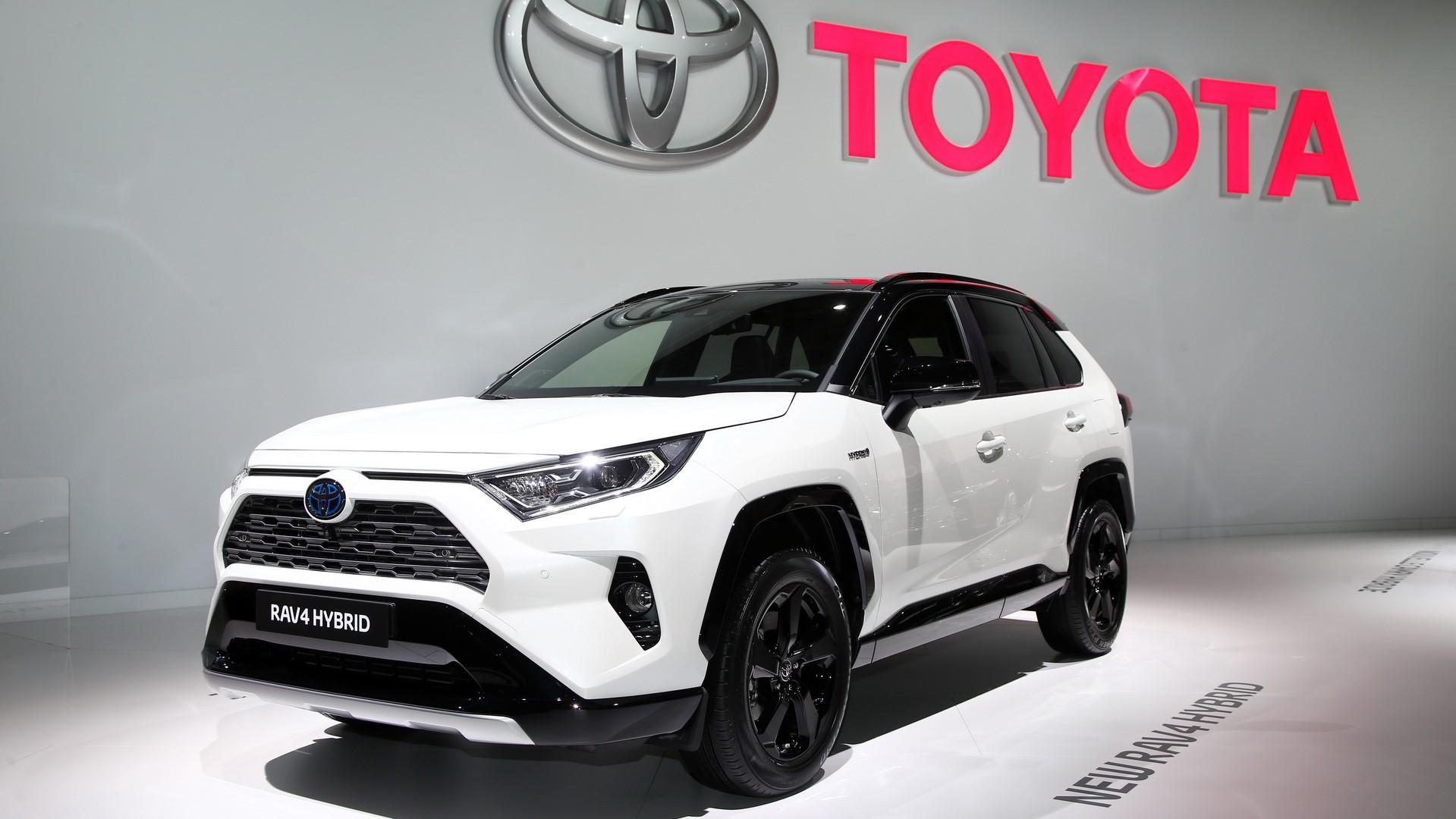 d62dc79f-2019-toyota-rav4-hybrid-01