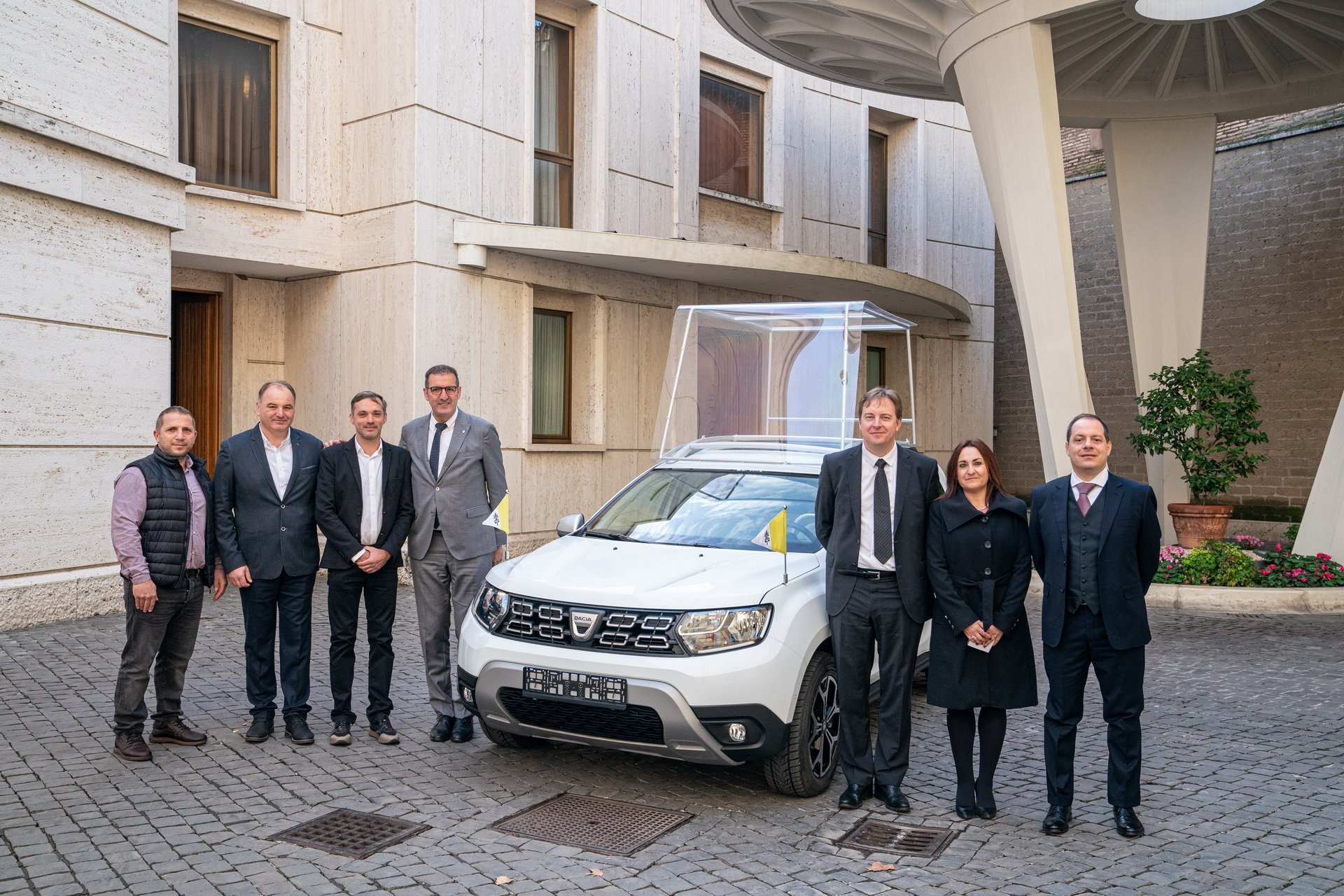 dacia-duster-for-pope-francis-1