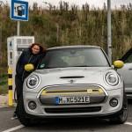 Saját kerekén ment Frankfurtba az elektromos Mini