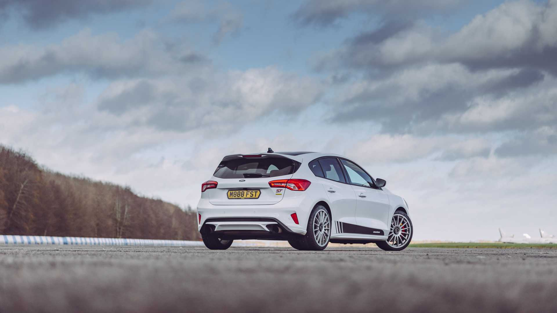 ecoboost-engined-ford-focus-st-now-available-with-mountune-m330-power-upgrade_6