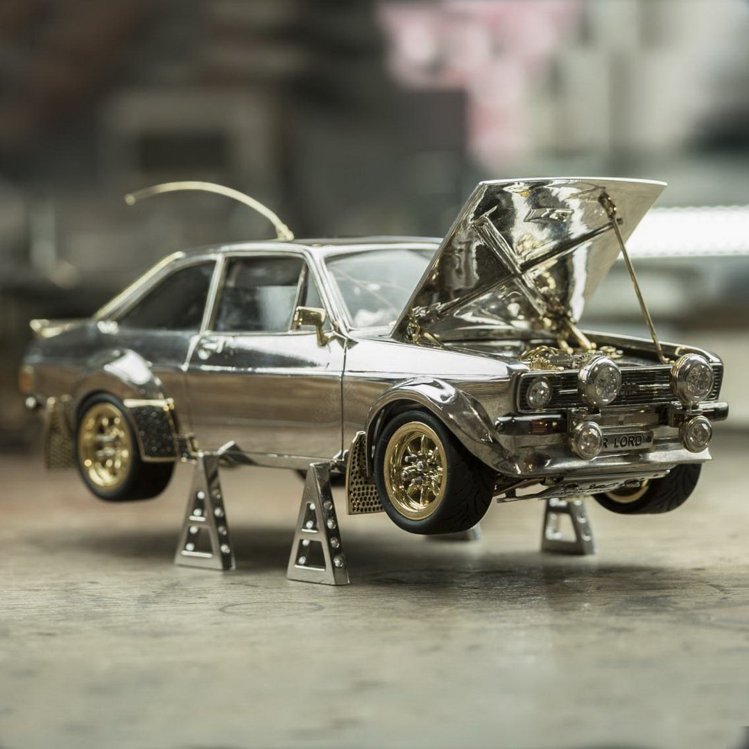 f7ffdcde-ford-escort-mk2-scale-model-gold-silver-diamonds-6