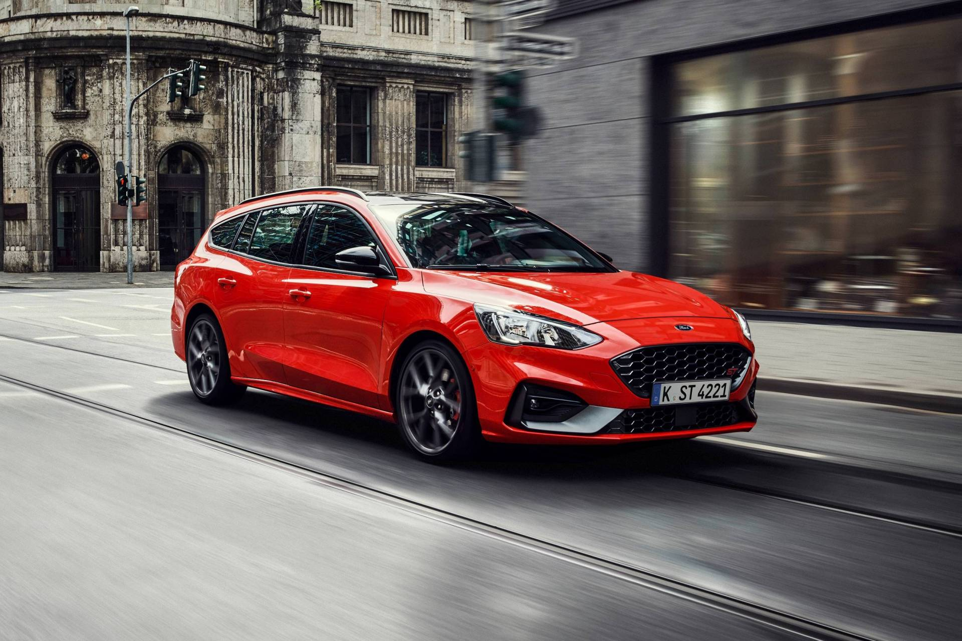 f8b23dc1-2019my-ford-focus-st-wagon-4