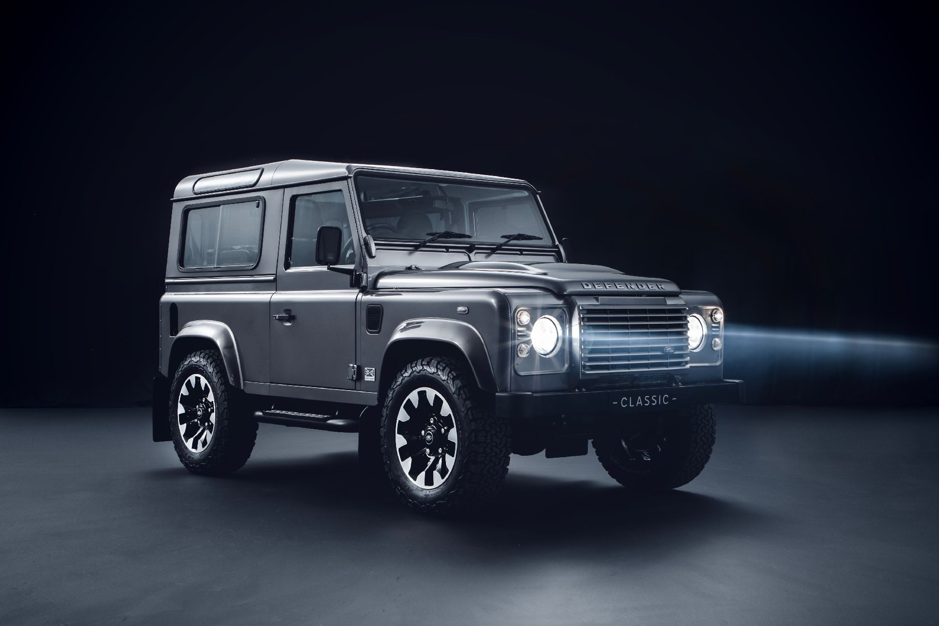 fe6ce10b-land-rover-defender-1