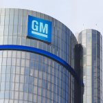 A globális félvezetőhiány miatt egyik motorját korlátozott funkciókkal gyártja tovább a GM