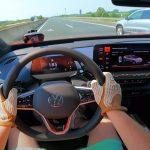 Így megy a Volkswagen ID.4 GTX a német autópályán