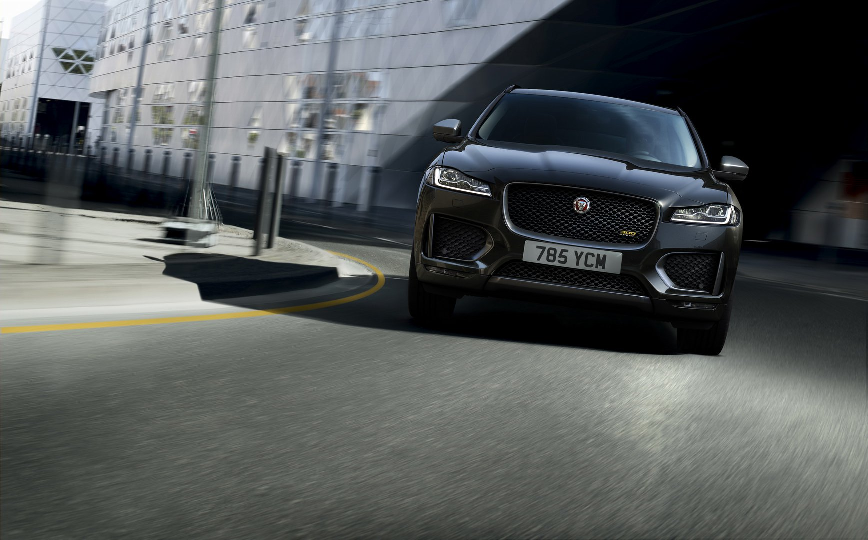 jaguar-unveils-two-special-editions-based-on-f-pace-crossover_13