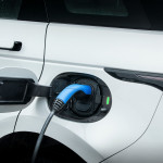 land-rover-halts-sales-of-two-key-phevs-2