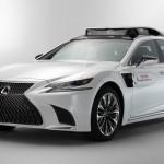 Önvezető luxuslimuzint mutatott be a Lexus