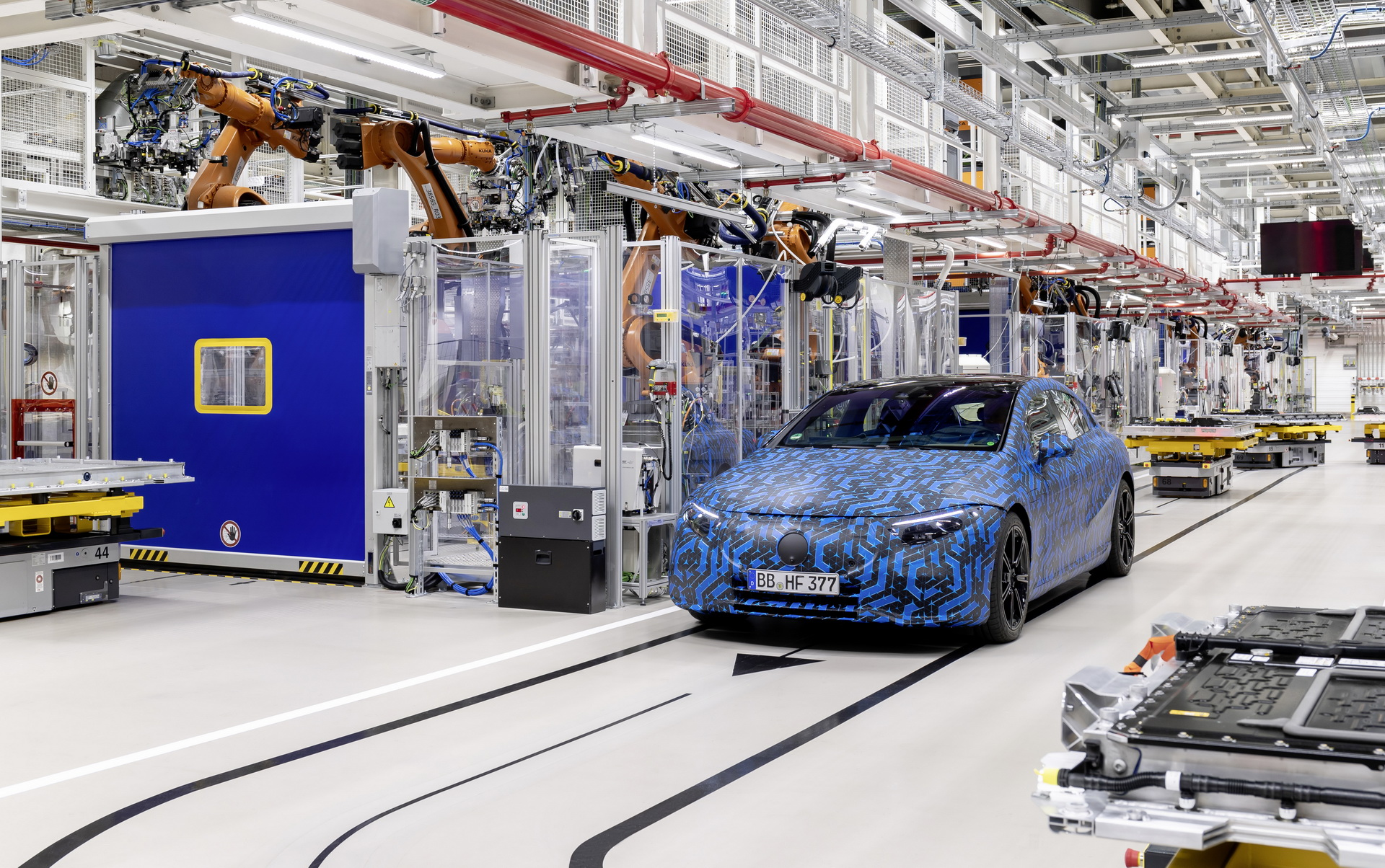 mercedes-starts-global-ev-production-rollout-1