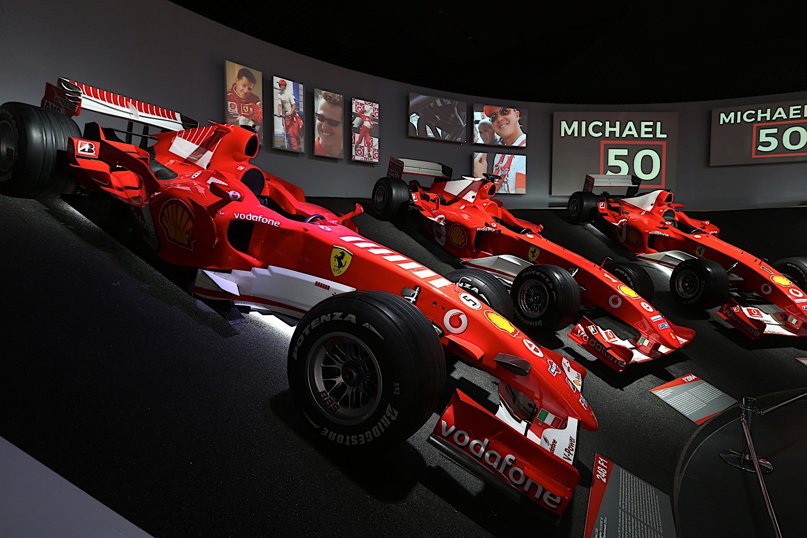 michael-schumachers-formula-1-cars-on-display-at-the-ferrari-museum_17