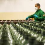 Kézfertőtlenítőt gyárt a Mol szélvédőmosó folyadék helyett
