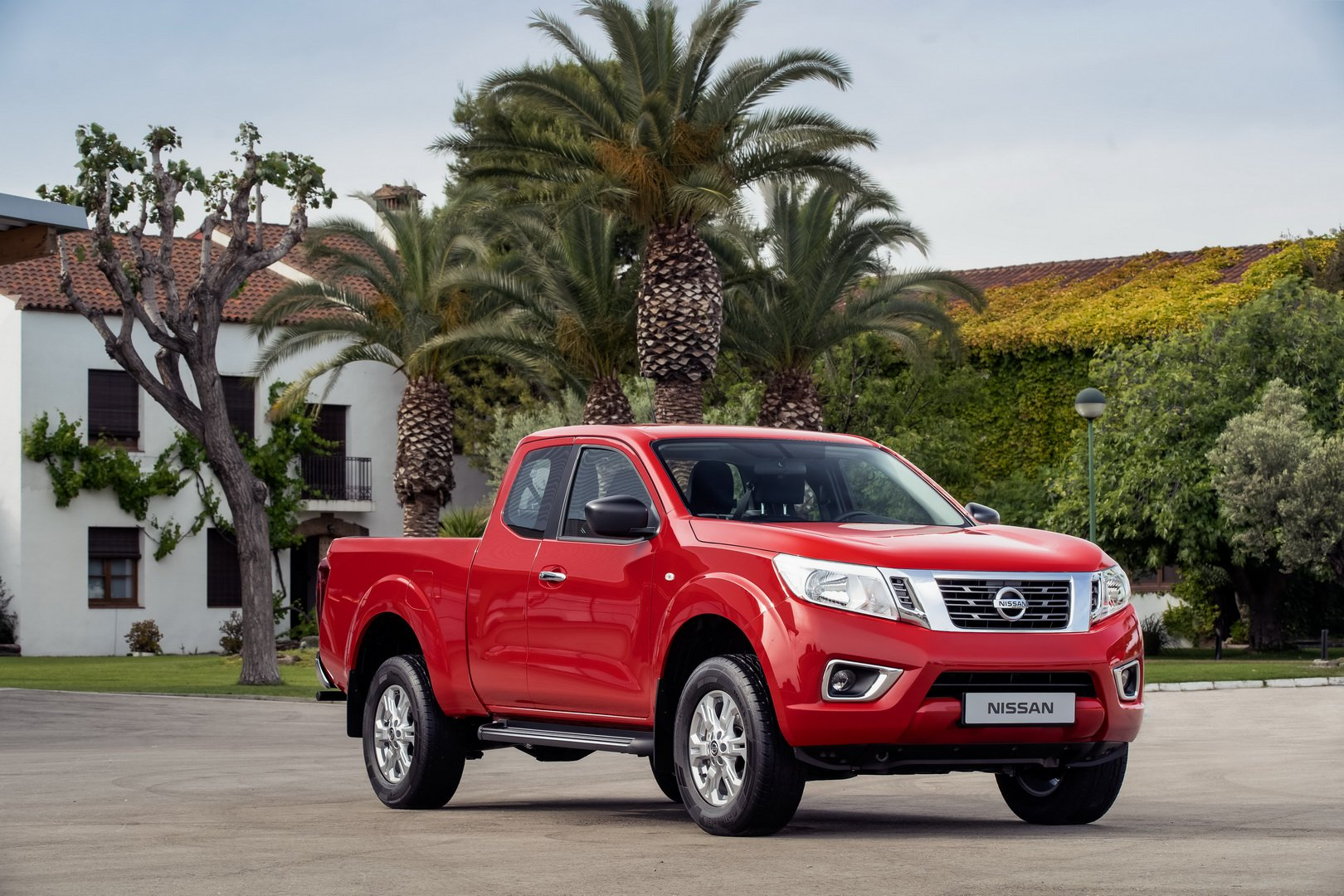 nissan-updates-navara-for-2020-now-comes-with-twin-turbo-diesel-as-standard_9
