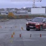 Csúnyán megbukott a konnektoros hibrid Toyota RAV4 a jávorszarvas teszten