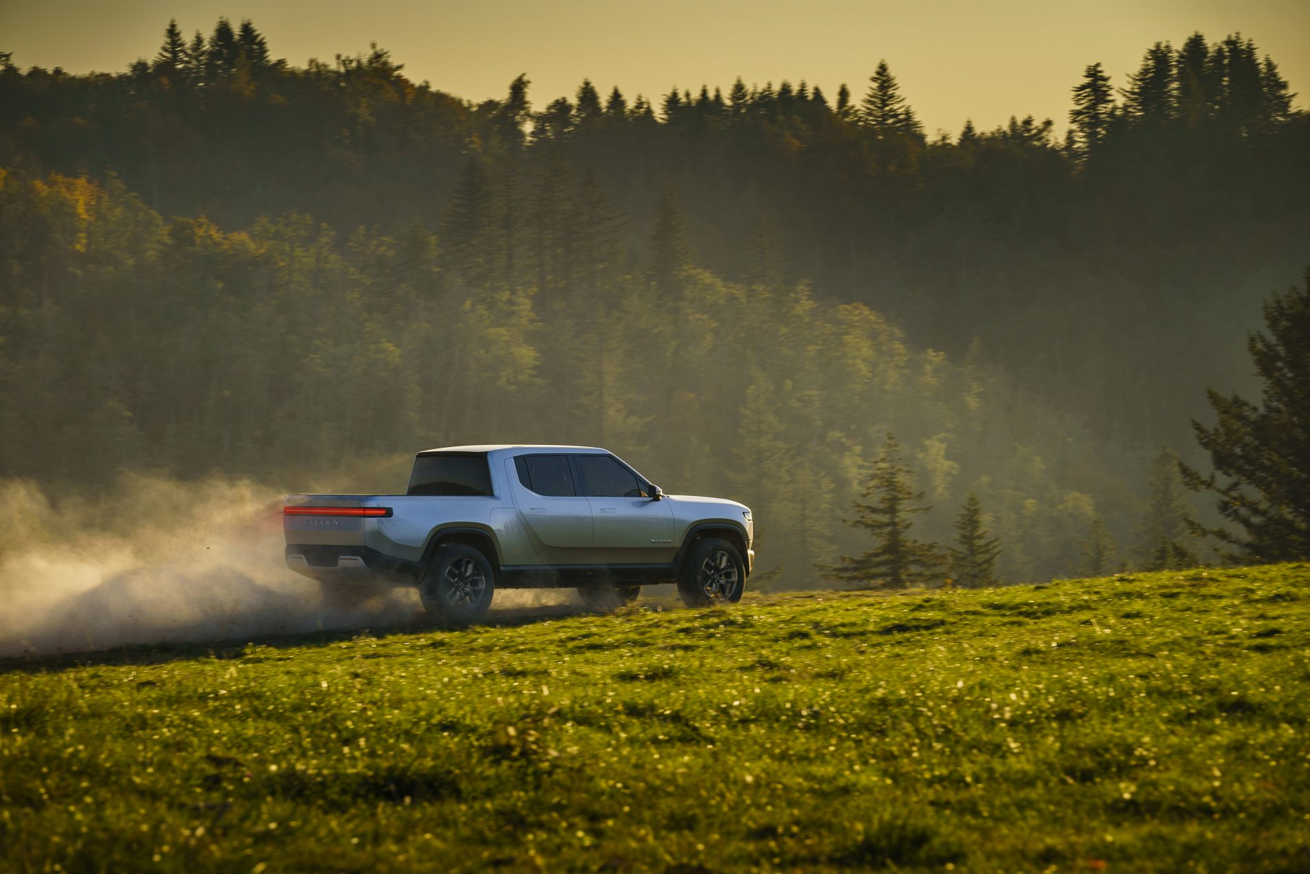 rivian-r1t-electric-pickup-truck-unveiled-as-the-monster-ford-and-chevy-fear_24