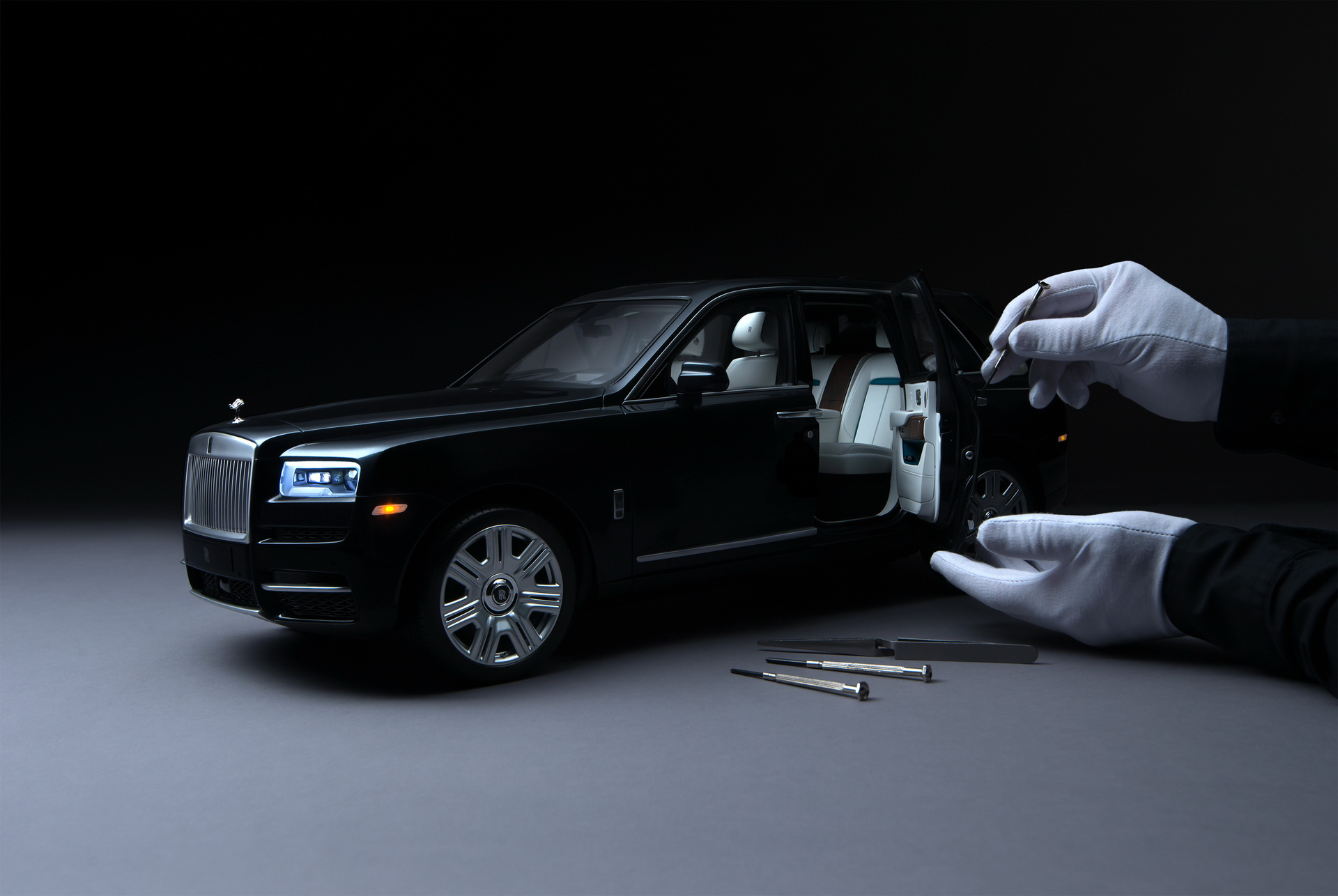 rolls-royce-cullinan-scale-model-1