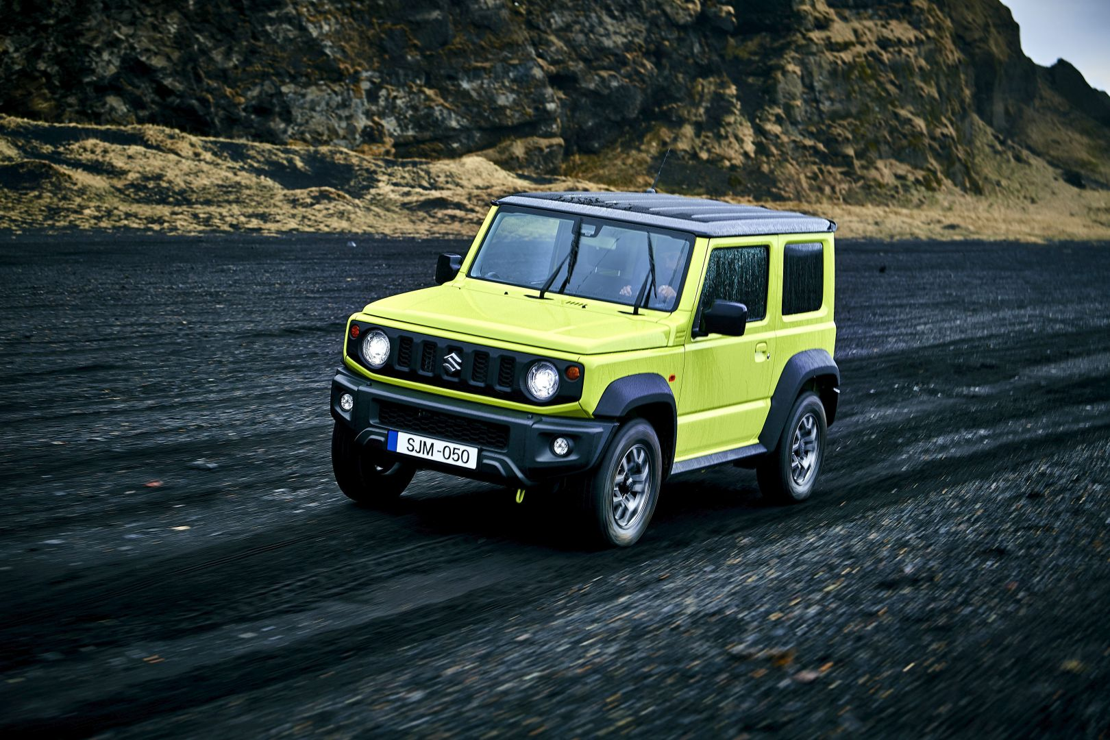 suzuki-confirms-very-limited-numbers-for-the-2020-jimny-in-europe-140551_1