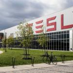 Zuhannak a Tesla részvényei, a járvány egyik nagy vesztese lehet Elon Musk cége