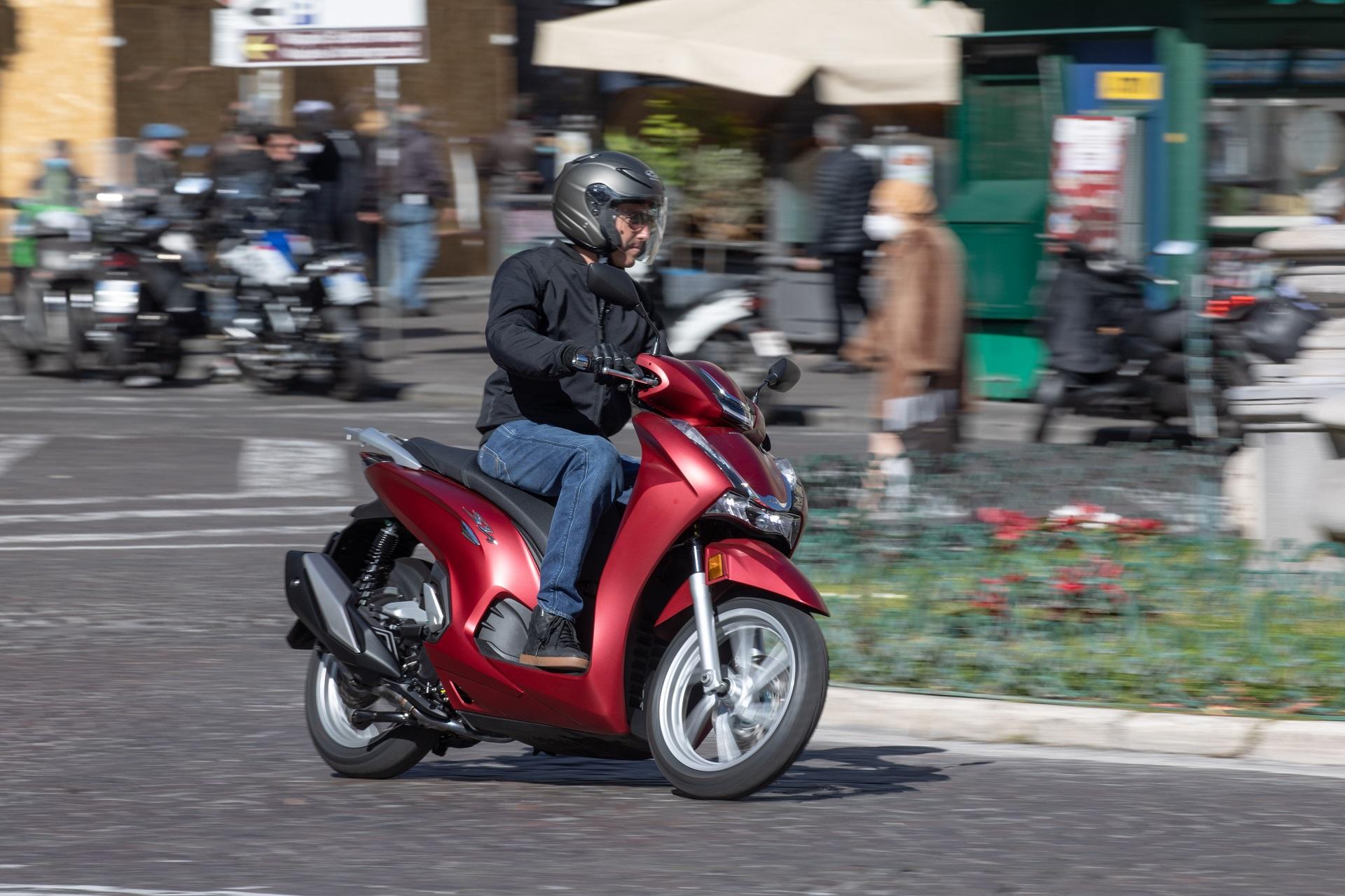 Honda SH350i ABS dobozzal 2021