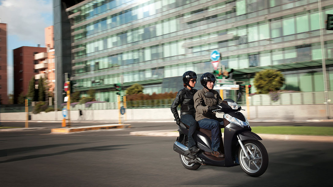 Honda SH300i ABS dobozzal 2020